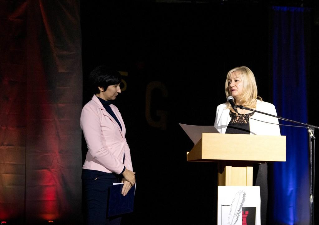 Dr. Maja Pucelj z Ministrstva za izobraževanje, znanost in šport ter ravnateljica Elizabeta Prus, prof. Foto: Maj Perko, 4. bG