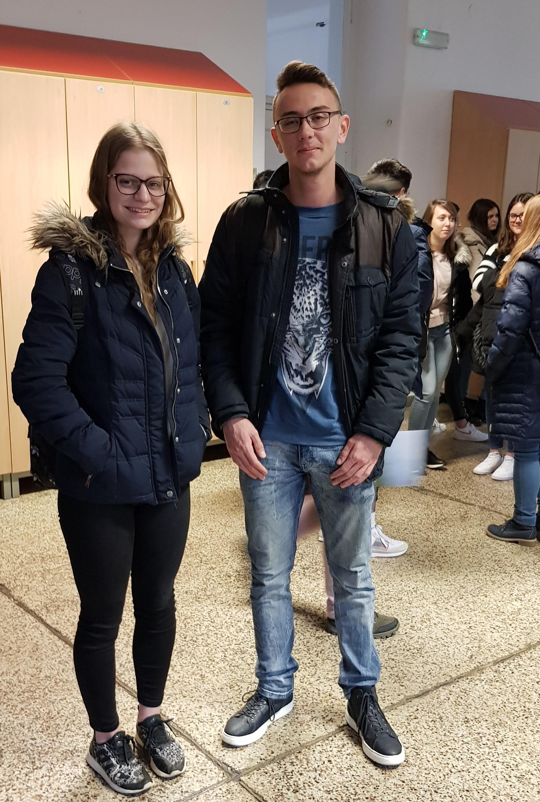 Sara Foršček, 2. aG, in Kevin Požek, 3. aG, na Gimnaziji Jožeta Plečnika v Ljubljani. Foto: Janja Jankovič, prof.