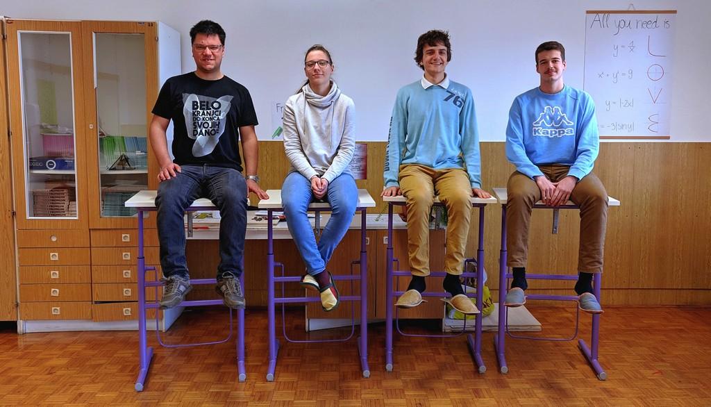 Dijaki, uvrščeni na državno tekmovanje, z mentorjem: Tilen Šetina, prof., Urša Konda, 4. aG, Vid Kavčič, 2. aG, in Anže Rom, 4. aG. Foto: Maj Perko, 4. bG