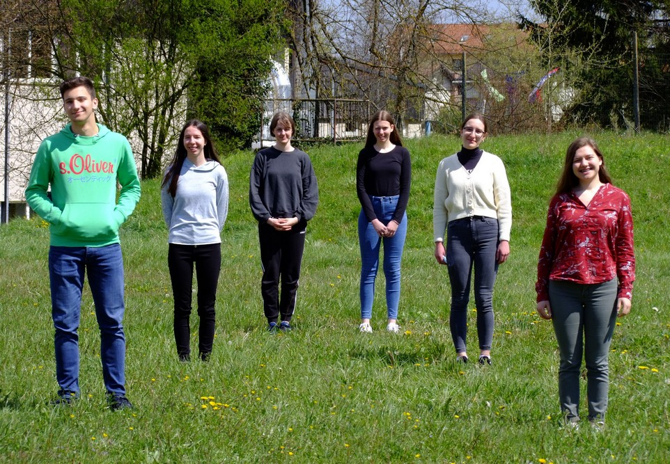 Uvrščeni na državno tekmovanje: Gal Stopar, 1. aG, Ema Prevalšek, 4. aG, Nika Vidmar, 3. aG, Tjaša Ivanetič, 2. aG, Anja Beličič, 3. aG, in Marija Absec, 4. aG. Foto: Urška Jurajevčič, 3. aG