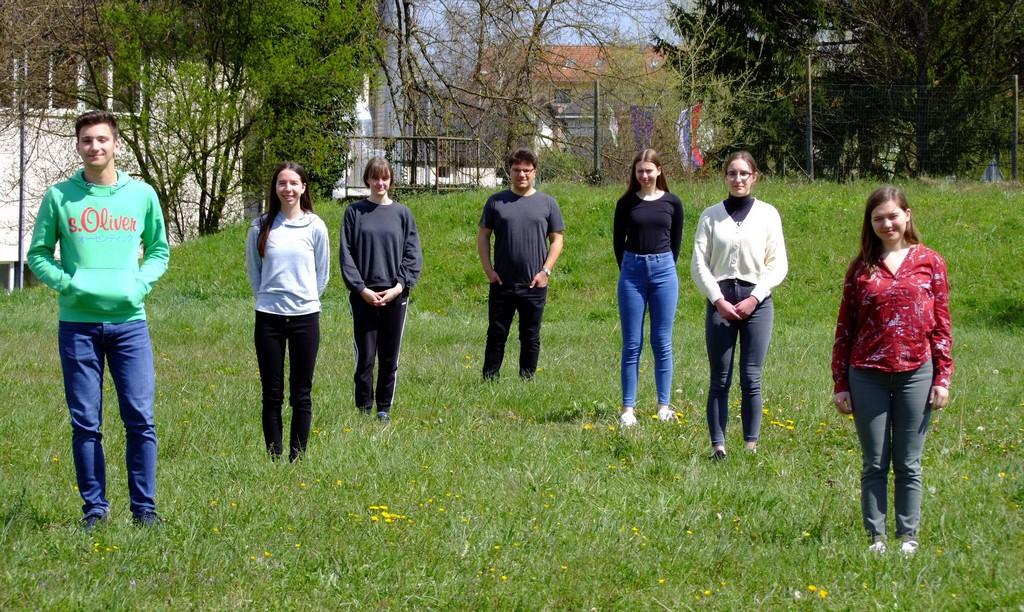 Udeleženci državnega tekmovanja z mentorjem: Gal Stopar, 1. aG, Ema Prevalšek, 4. aG, Nika Vidmar, 3. aG, Tilen Šetina, prof., Tjaša Ivanetič, 2. aG, Anja Beličič, 3. aG, in Marija Absec, 4. aG. Foto: Urška Jurajevčič, 3. aG