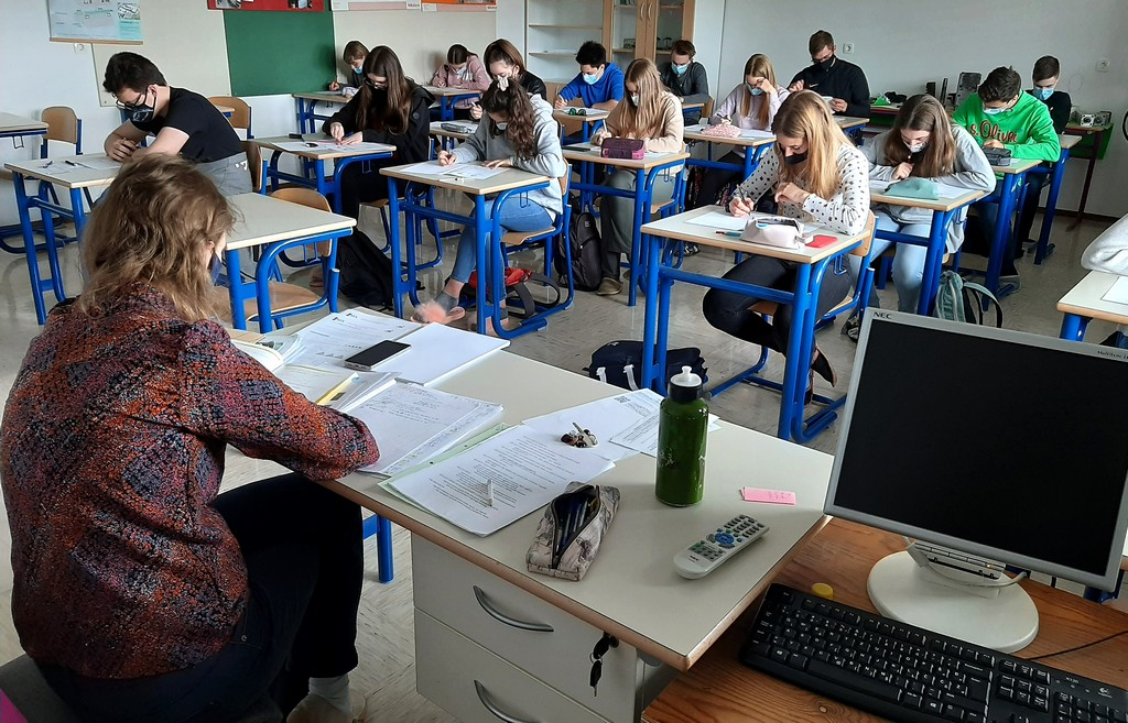 Tekmovanje je potekalo hkrati s Tekmovanjem dijakov tehniških in strokovnih šol v znanju matematike, zato so dijaki 1. aG in 2. aG naloge reševali skupaj s strojniki iz 2. ST. Nadzorovala jih je Mija Razpotnik, mag. prof. Foto: Vesna Fabjan, prof.
